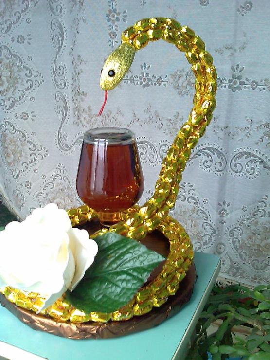 Сделать змею своими руками с чашей