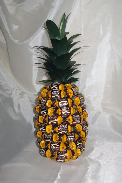 Поделка из сладостей на день рождения