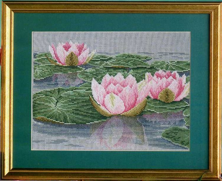 Вышивка с водяными лилиями