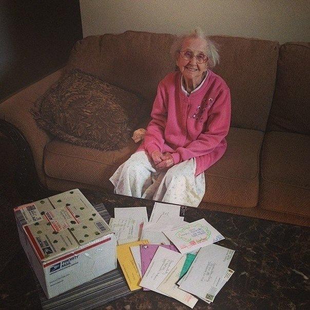 Голая бабушка стоит раком фото