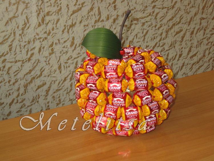 Как красиво оформить сладости в подарок 14